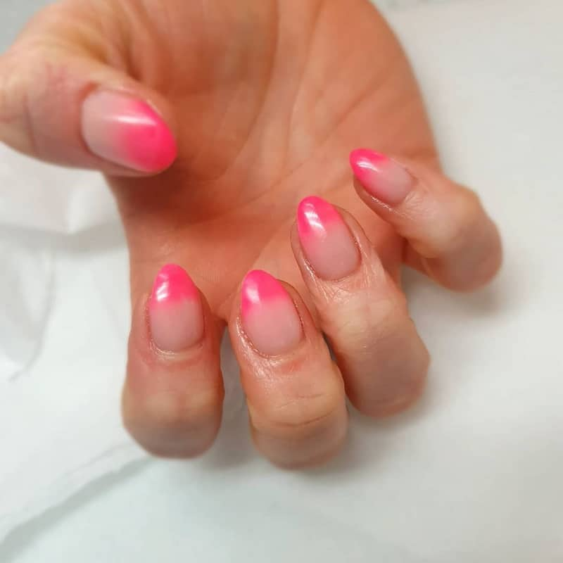 short oval pink nails