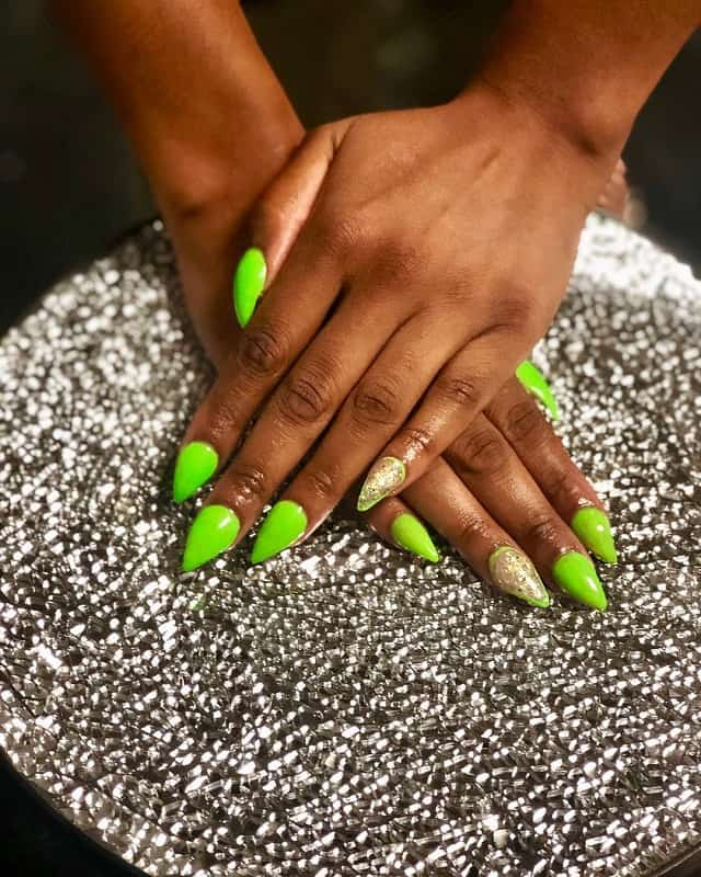 short stiletto green nails