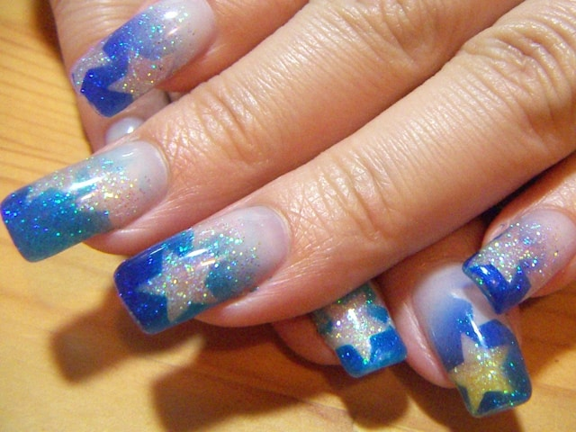 10 astounding airbrush nail art to blow your mind naildesigncode do you think you are a star in your own world yes this design is for the celebrities of each friend zone if you want to feel like a star prinsesfo Images