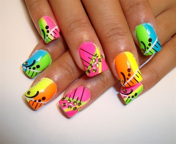 Colorful Nail Art With Airbrush