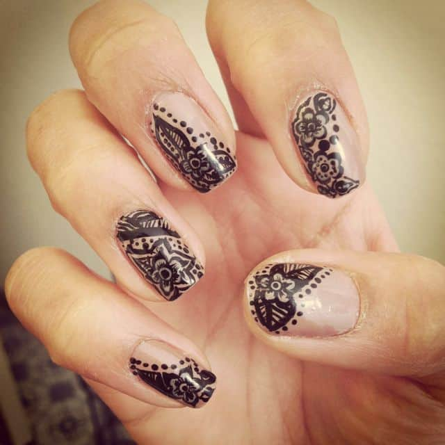 Henna Nail art in Black