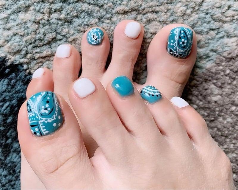 hand painted toe nail art