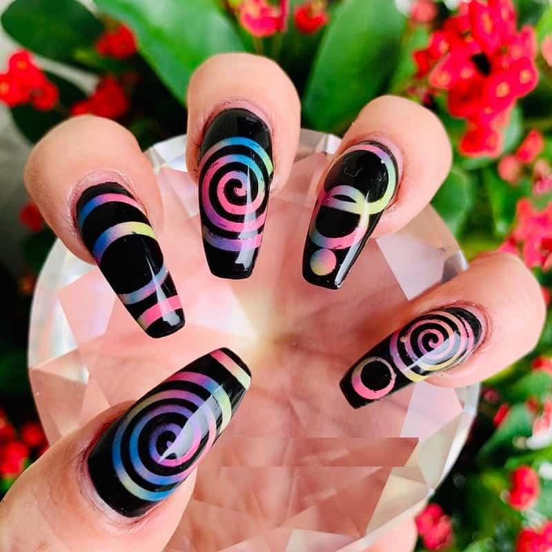 airbrush swirl nail art
