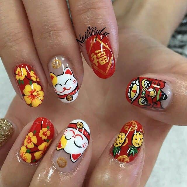 Maneki Neko aka fortune cat on Chinese nail