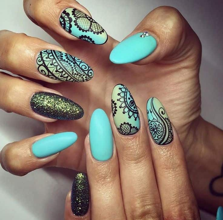 lace patterned henna nail