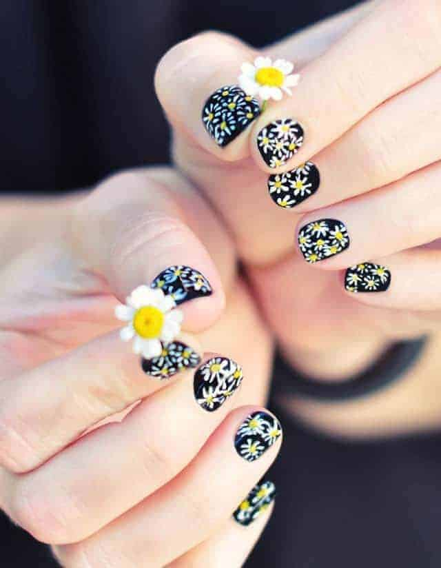 25 Epic Daisy Nail Arts You'll Definitely Love