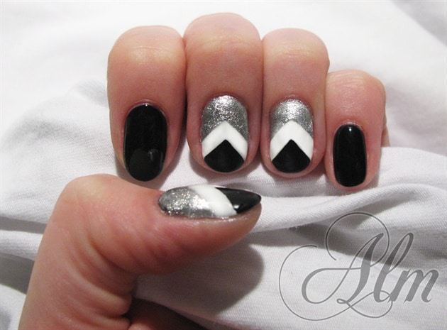 black and white chevron nail