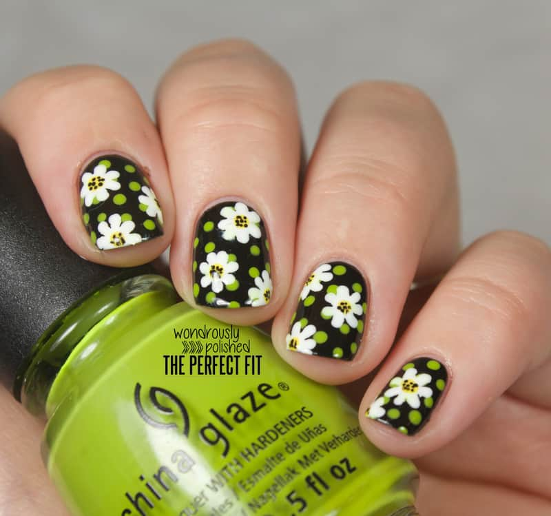 15 dreamy daisy nail art to unveil innocence naildesigncode this design will look amazing on your nails you can draw a simplified version of daisy flowers for this design dont bother making the petals thinner to prinsesfo Gallery