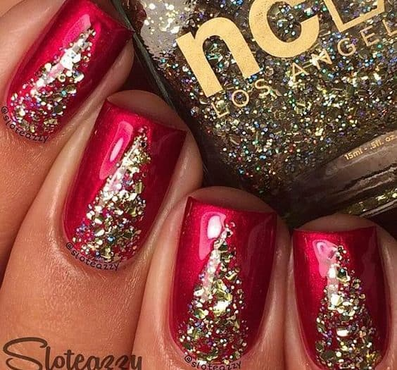 15 royal red and gold nail designs to stun the audience place some extra shiny gold glitters on your red nails to have such ultra shiny red and gold nail designs prinsesfo Image collections