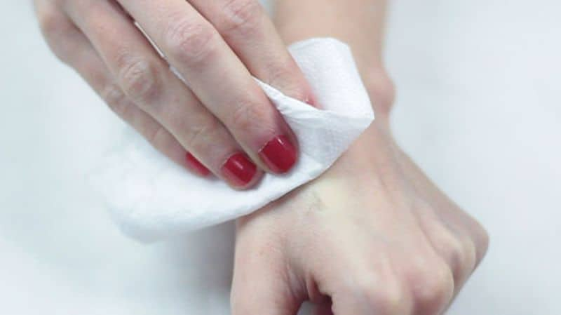 Baby Wipe for Removing nail polish