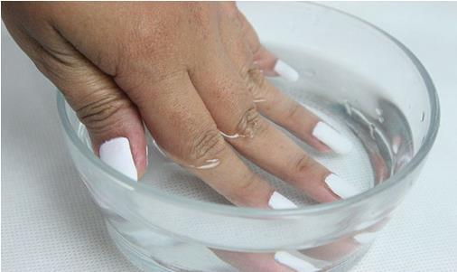 How to Take off Fake Nails: 5 Go-Getters Guide