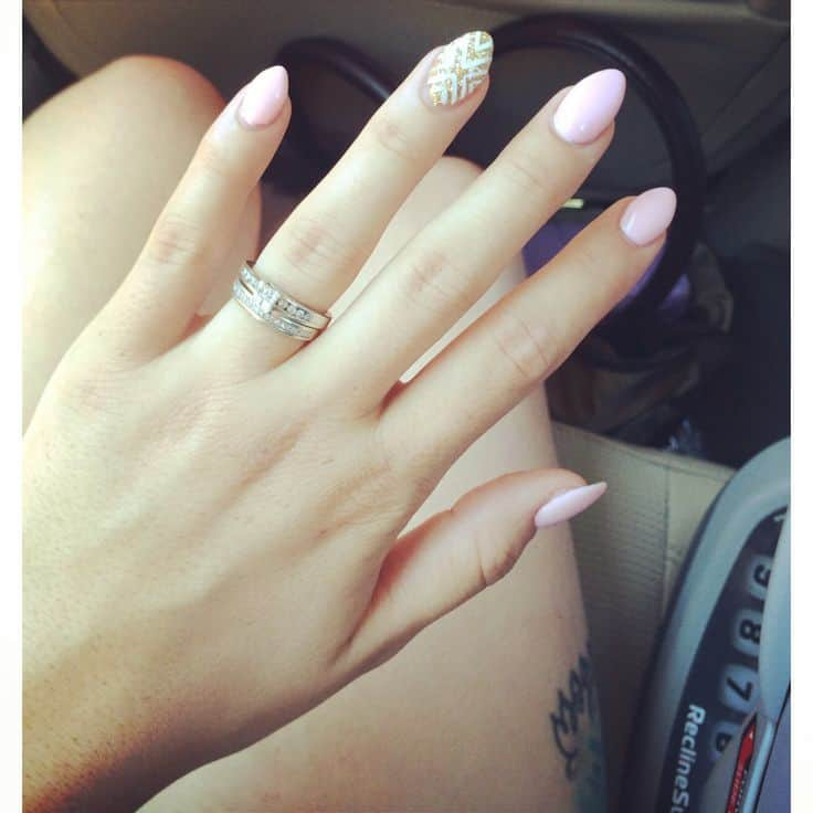 Oval Nails Suit All Sizes Of Short Look Cly And Cute If They Are Adorned With The Perfect Nail Designs