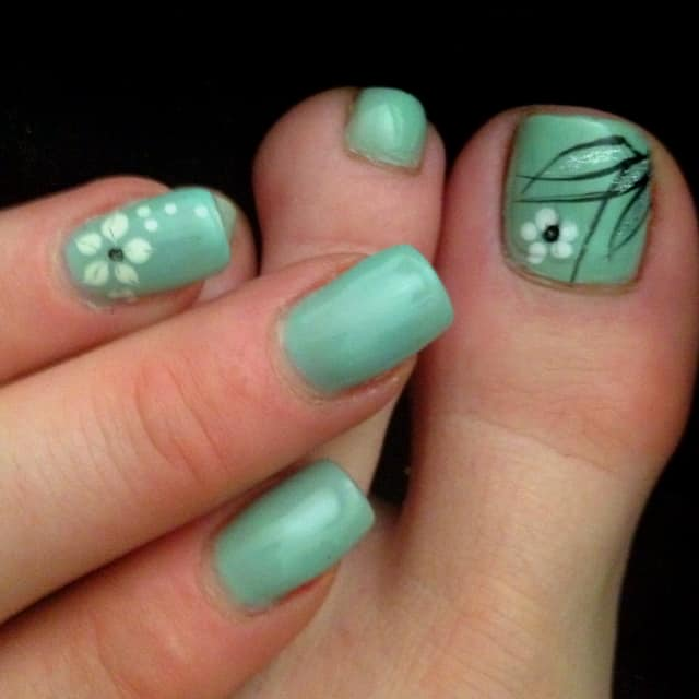 mint green toe and finger nail