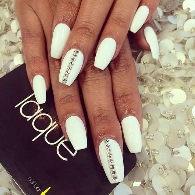 15 Graceful White Coffin Nails That Are Totally Edgy