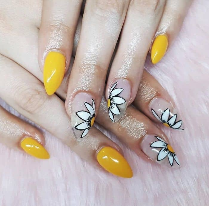 Clear Daisy Nails