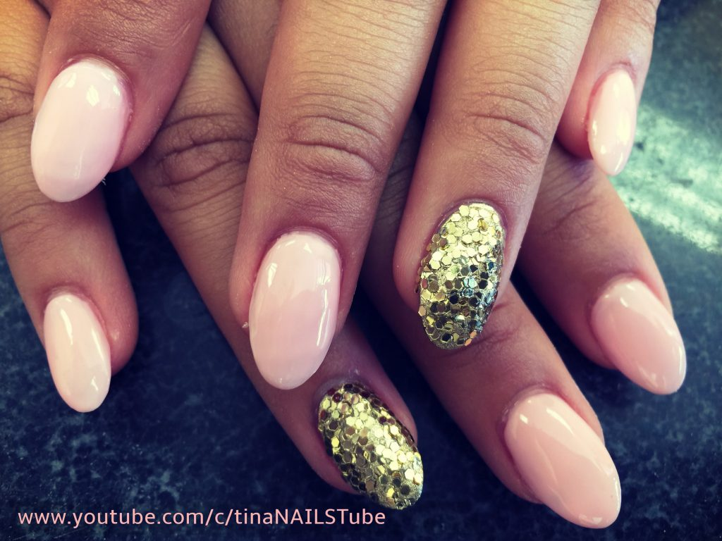 Accent oval nails
