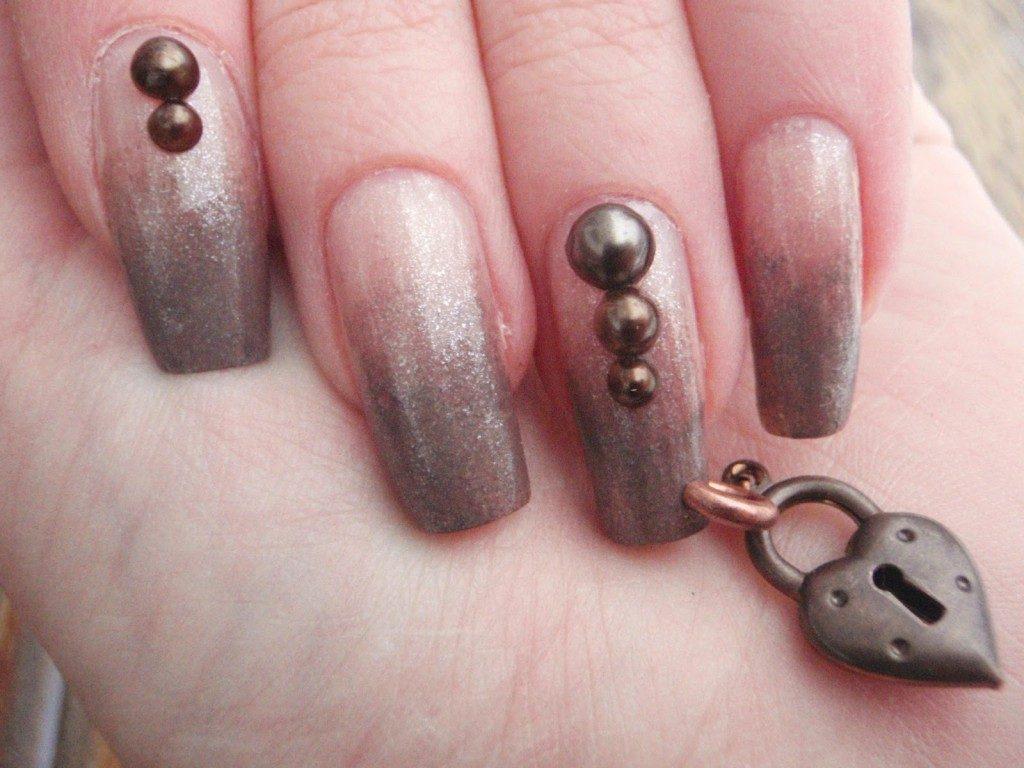 love lock pierced nail