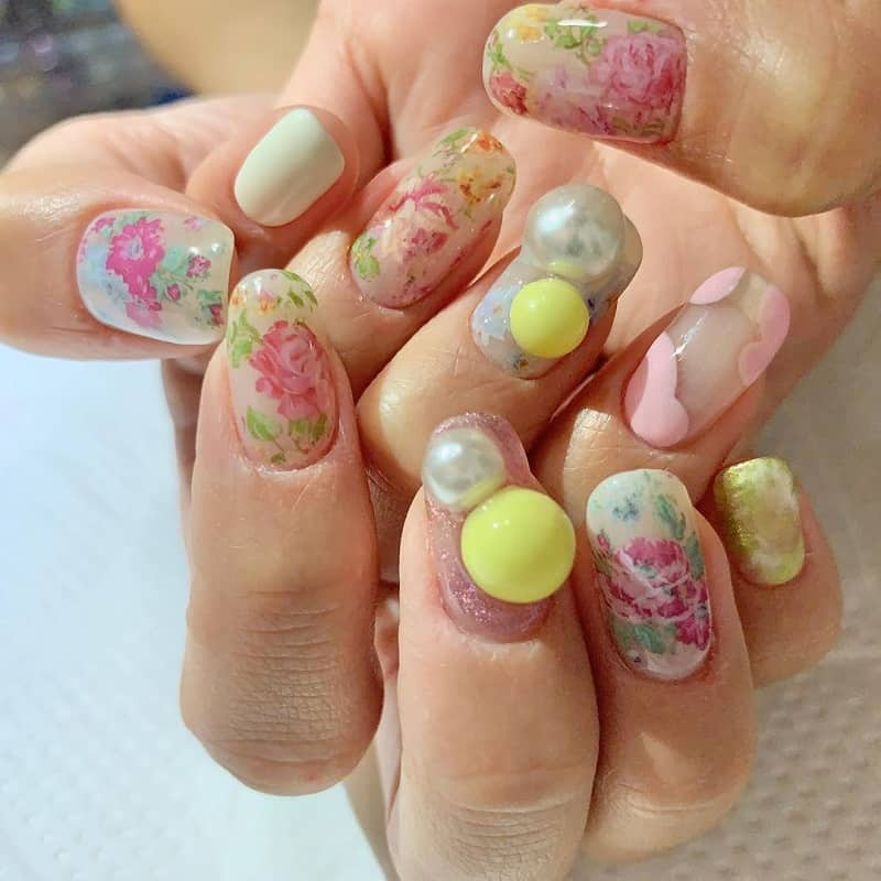 bubble rose nail art