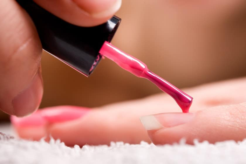 Apply Shellac Nail Polish