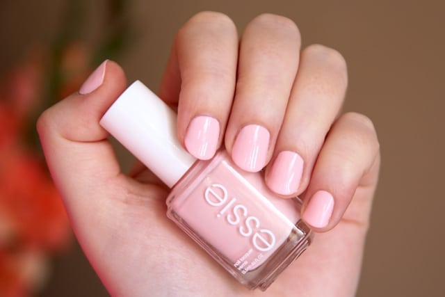 Neutral nails for pale and light skin