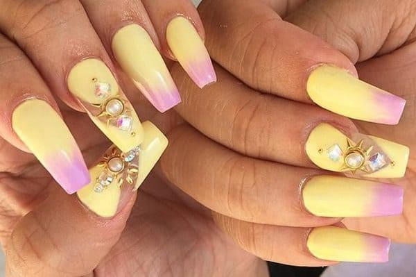 Gorgeous Stones Studs In Pastel Nails