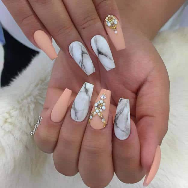 Two Diffe Design Is Blended Together In This Nail Art Paint Some Of Your Nails With Marble Pattern And Color The Others A Mild Peach