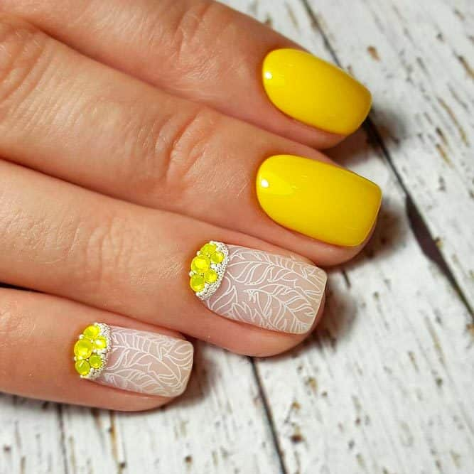 20 Bright Yellow Nail Designs for the Playful Hearts