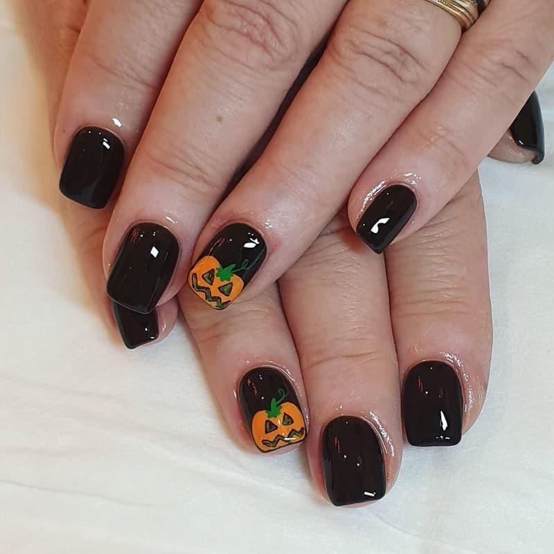 black pumpkun nails