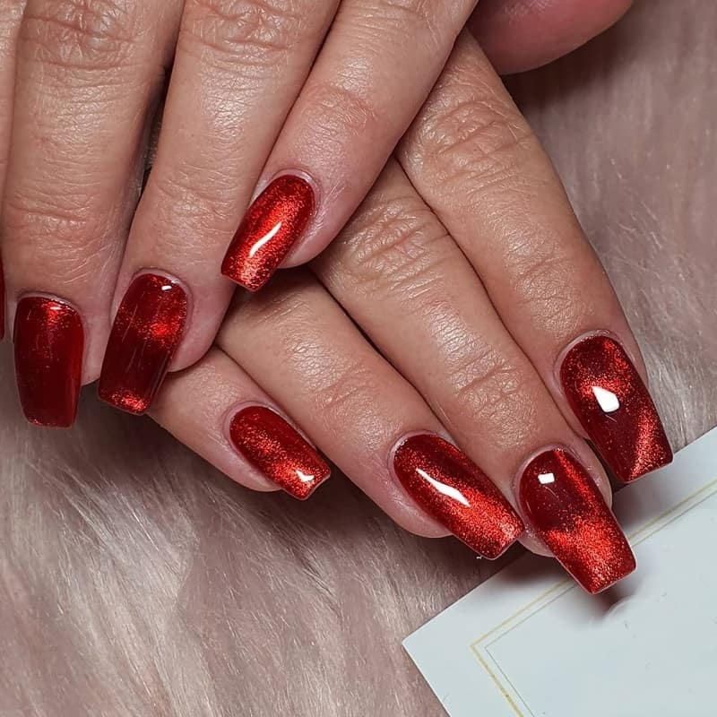 cat eye red nails