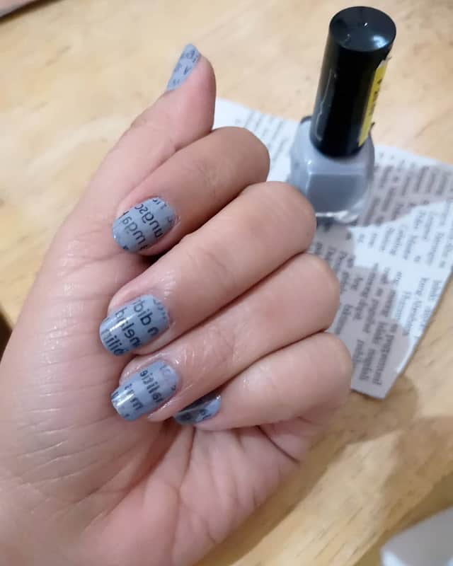 newspaper nail art with vinegar