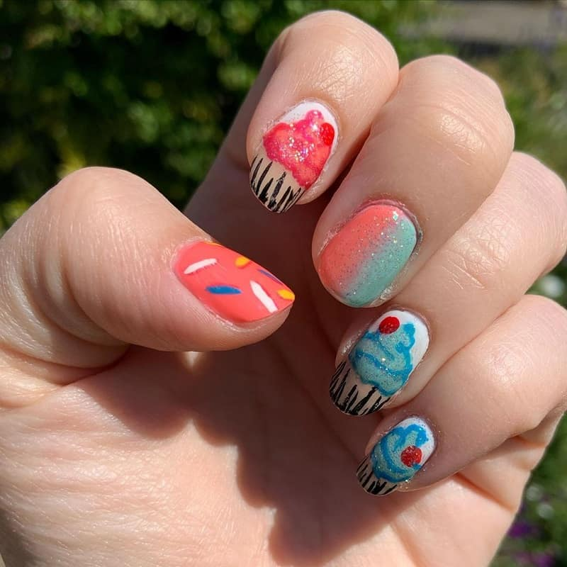 cupcake freehand nail art