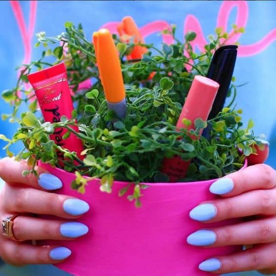recycled pot as nailpolish storage