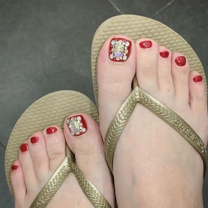 Toe Nail Design for Pale Skin