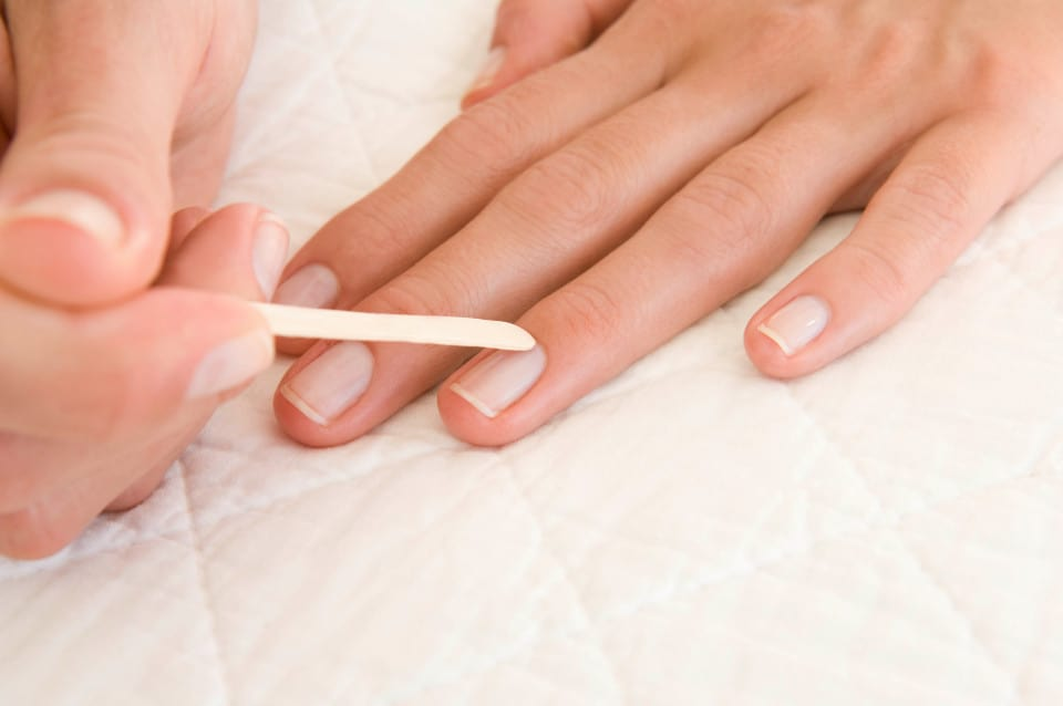 treat The cuticles of sculpted nails