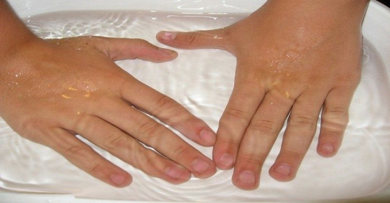warm water to cure skin peeling around the nails