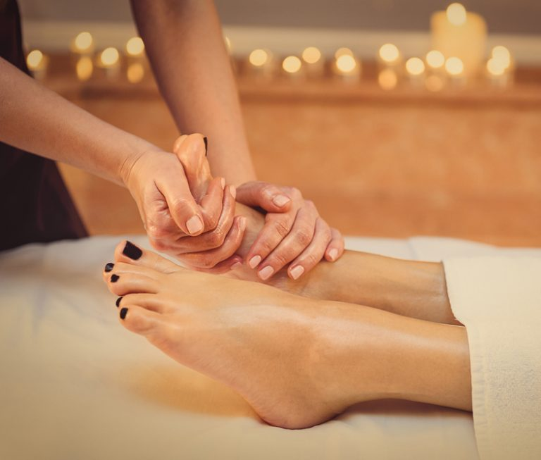 How to Give A Foot Massage – 6 Easy Steps to Pamper Your Feet
