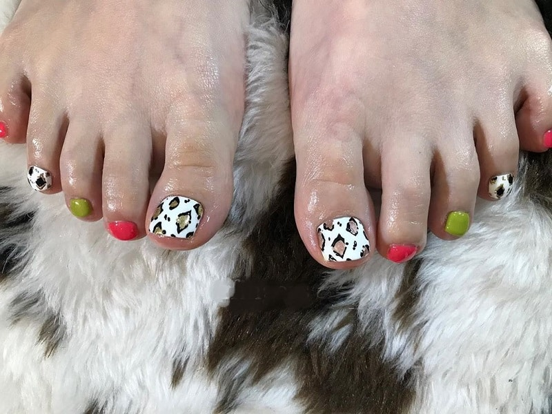 animal print toe nail designs