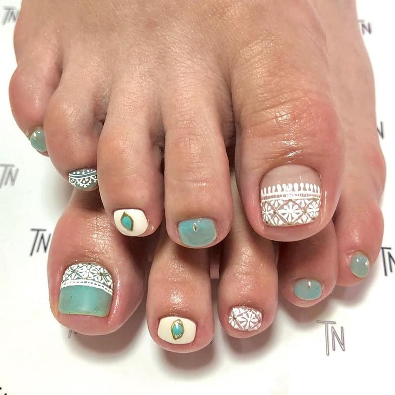 lace toe nails