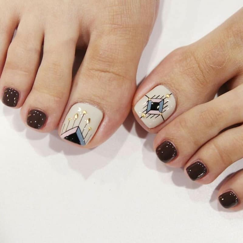 abstract toe nail art