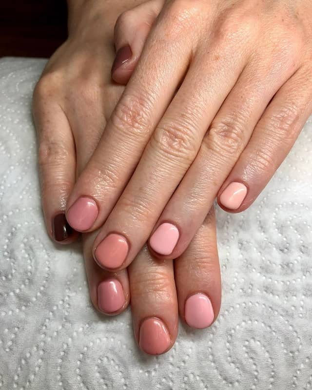 beige short nails