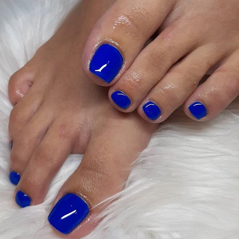 royal blue toe nails
