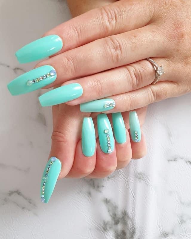 winter nail designbs with rhinestones