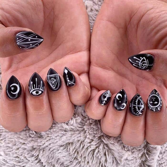 short nails for Halloween