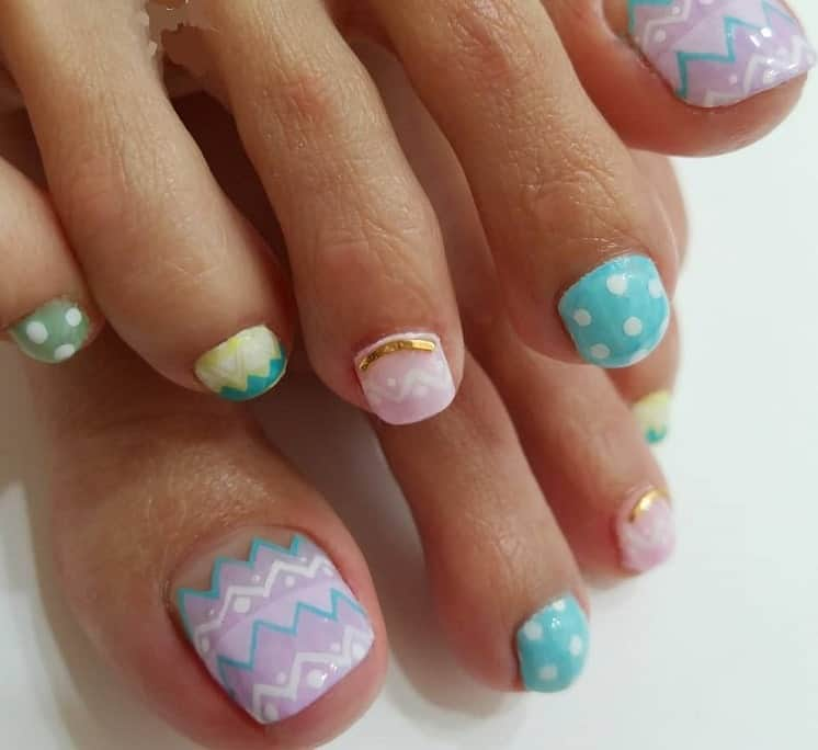 toe nail design for Easter