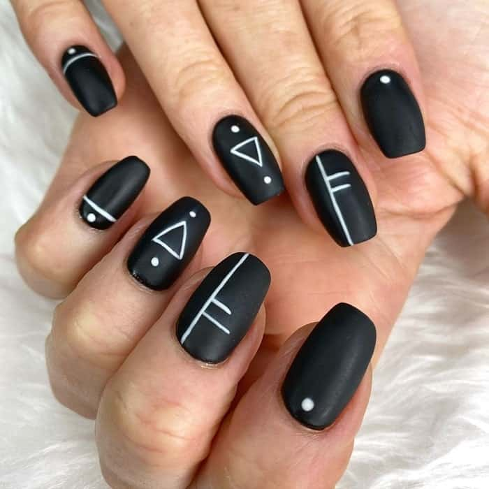 nail art with geometric line