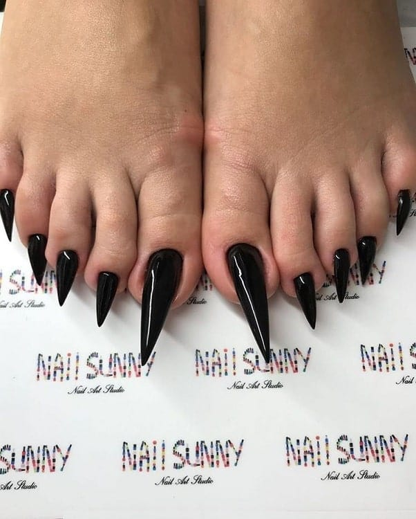 pointy toe nails