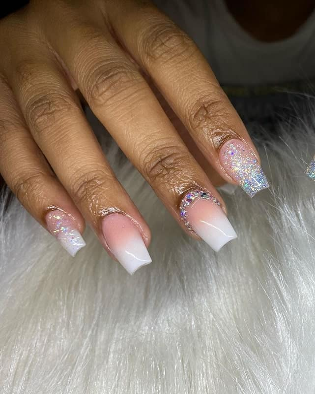 simple nails with rhinestones