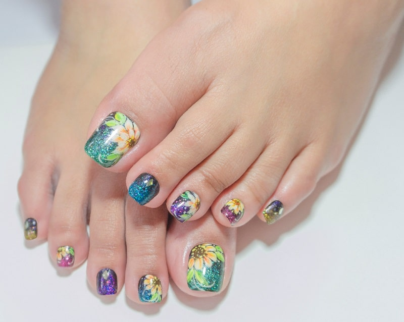 spring toe nail design