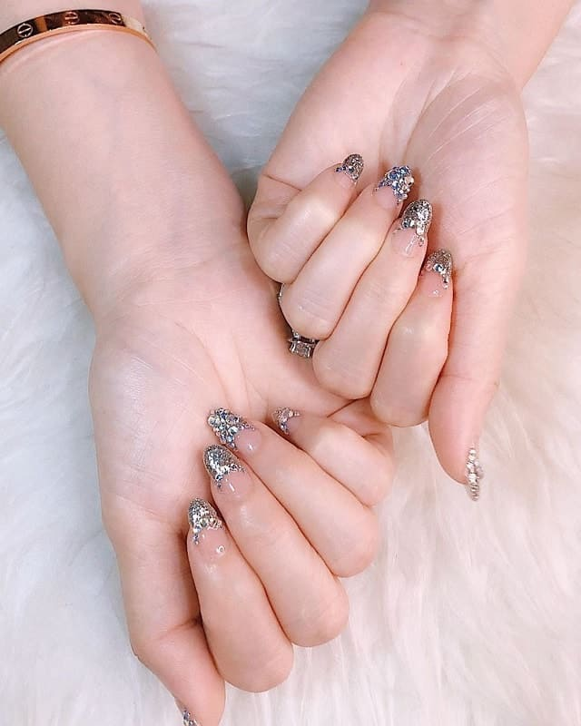 wedding nails with glitter