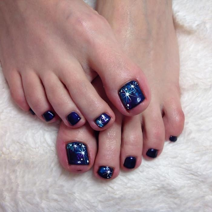 toe nail design for winter